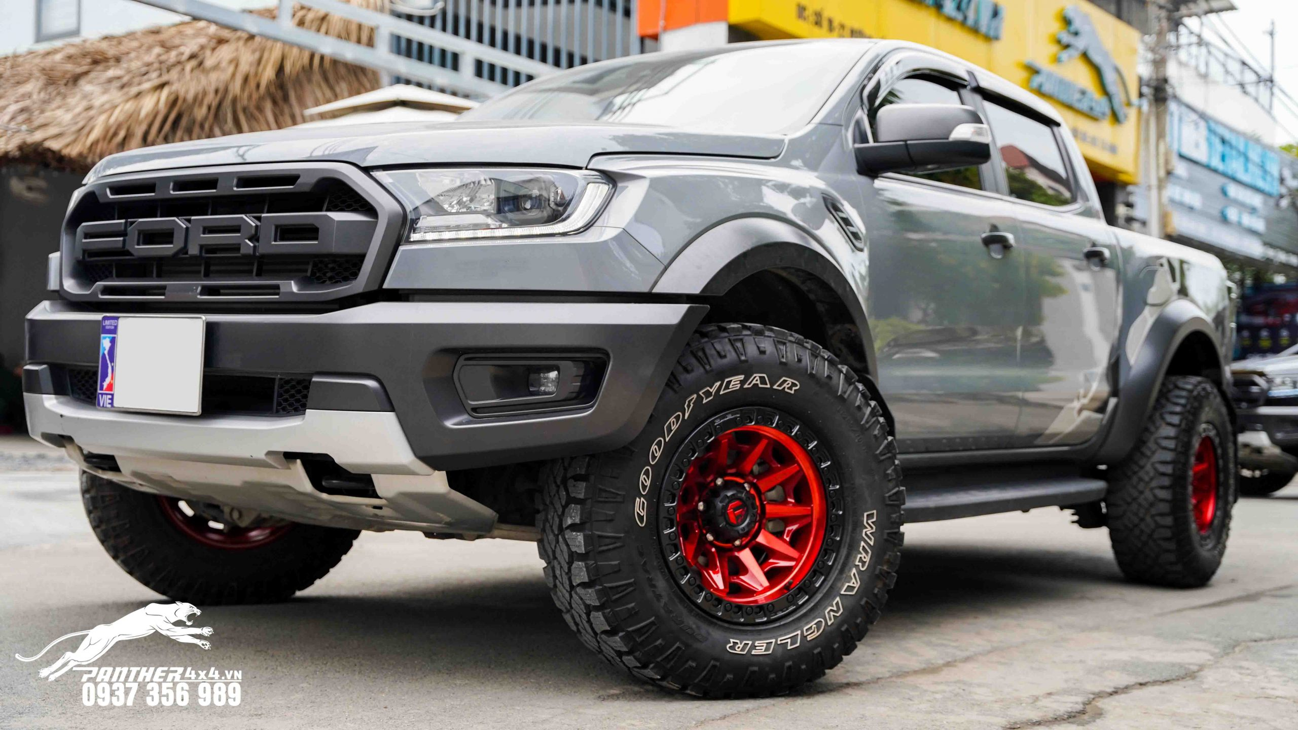 ford-ranger-raptor-do-mam-fuel-covert-do-sieu-chat