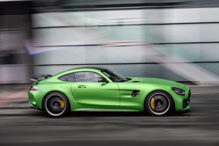 dam-chat-the-thao-voi-mercedes-amg-gt-r-2021